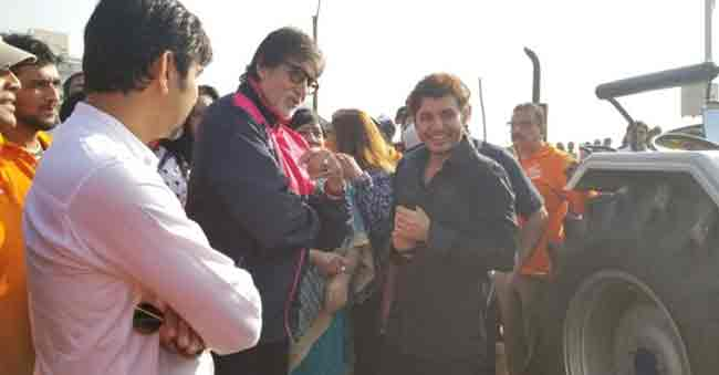 Amitabh Bachchan Gifts Tractor, Excavator For Cleaning Versova Beach