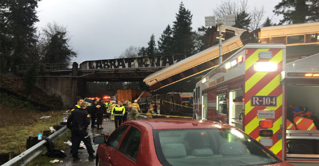 Amtrak Passenger train derails on the highway in Washington- 6 dead, toll to rise!
