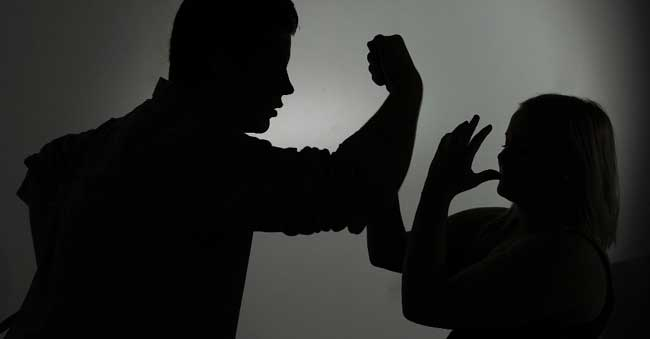 Father rapes daughter in New Delhi | Sexual abuse going on for 1 year