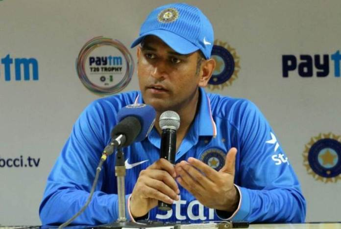 """""""There is no way Dhoni can commentate,"""": Source"""