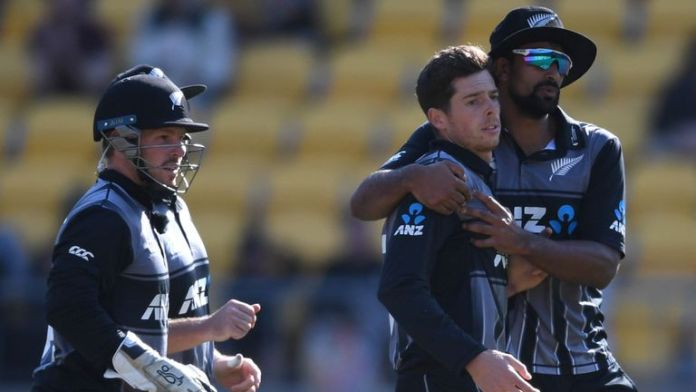 New Zealand take 2-1 lead as England crumble in chase