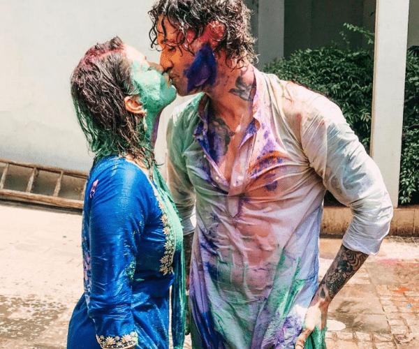 Sunny Leone's Holi kiss with hubby