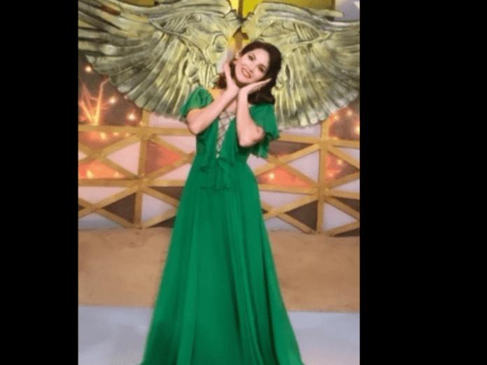 Sunny Leone is in the mood to play peekaboo