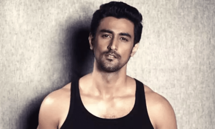 Kunal Kapoor brightens up weekday with his new post