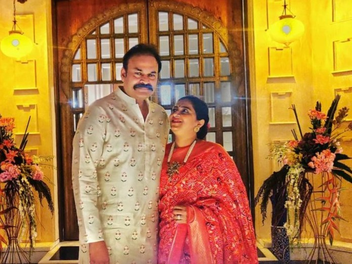 Nagababu with wife