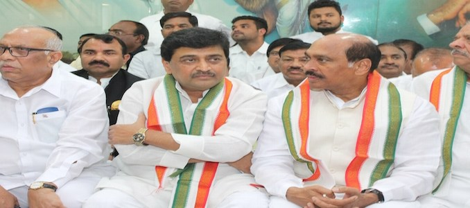 Nagpur: Congress leaders Ashok Chavan and Manikrao Thakre during a party meeting in Nagpur, on Dec 2, 2015. (Photo: IANS)
