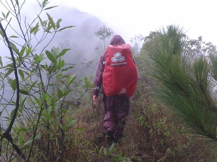 14 Tips dan Trik biar Naik Gunung Musim Hujan Tetap Asyik