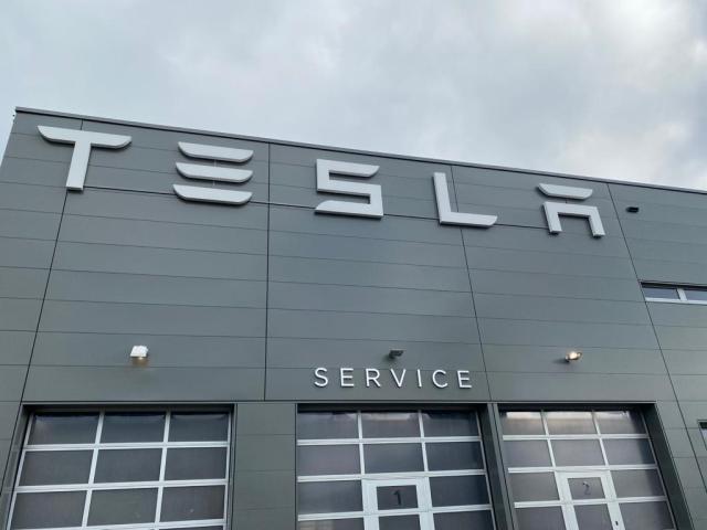 Tesla Center Hamburg-Helbingtwiete