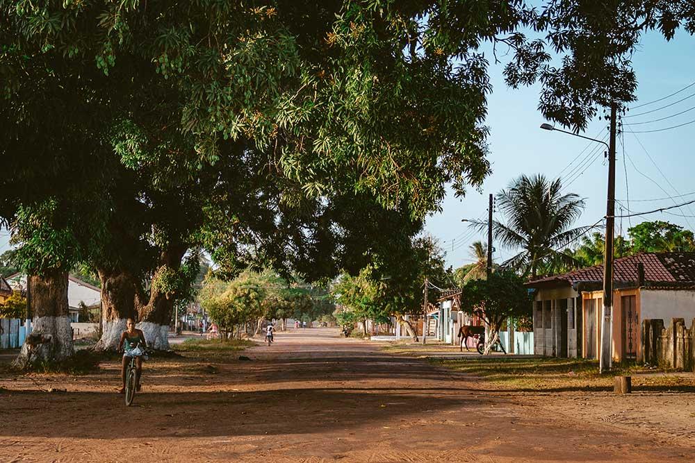 Ilha de Marajó, centro de Soure com casas coloridas e ruas de terra