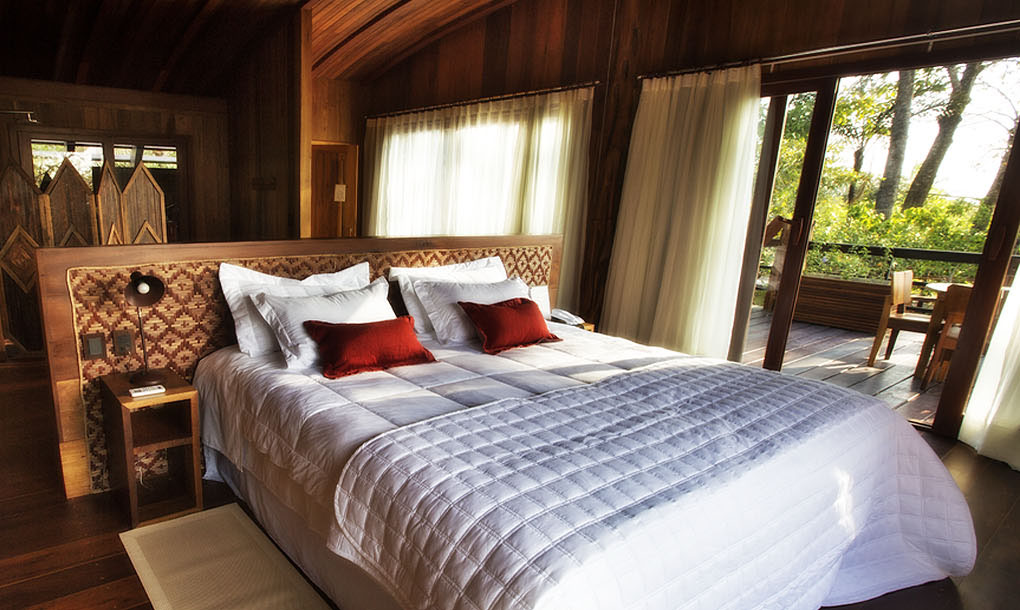 Quartos do Mirante do Gavião, janelas até o chão para aproveitar ao máximo a iluminação natural do exterior