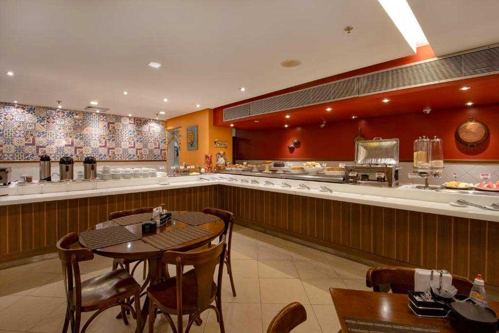 área do café da manhã do Express Vieiralves