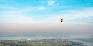 em alguns dias é possível ver outros balões no horizonte de boituva