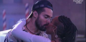 Arcrebiano foge de beijo de Karol e público reclama de assédio