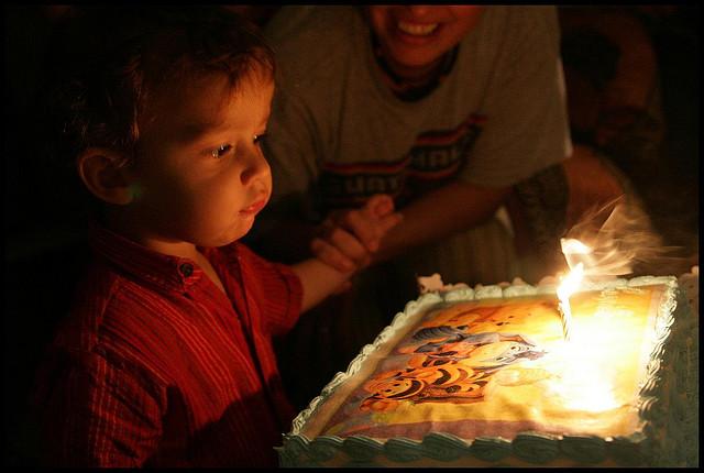bakat anak merayakan ulang tahun