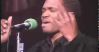 黒人シンガーが素晴らしいテクニックで歌うアメージング・グレイスに鳥肌