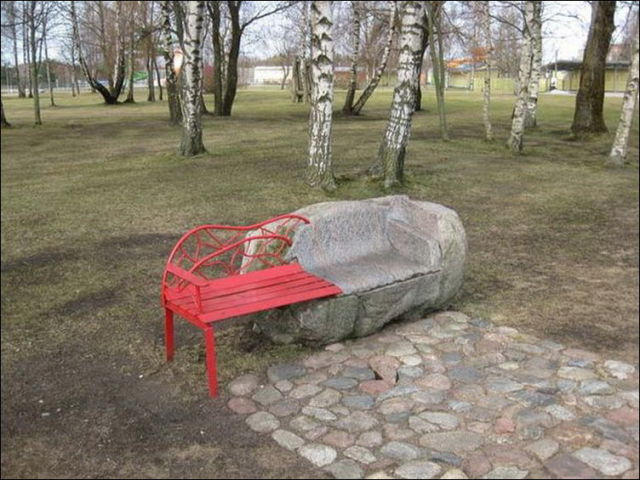 the_oddest_public_benches_in_the_world_640_05