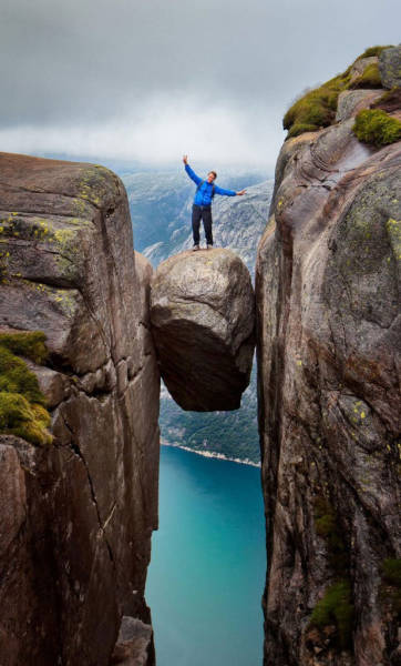 these_adventure_seekers_are_really_living_on_the_edge_640_03