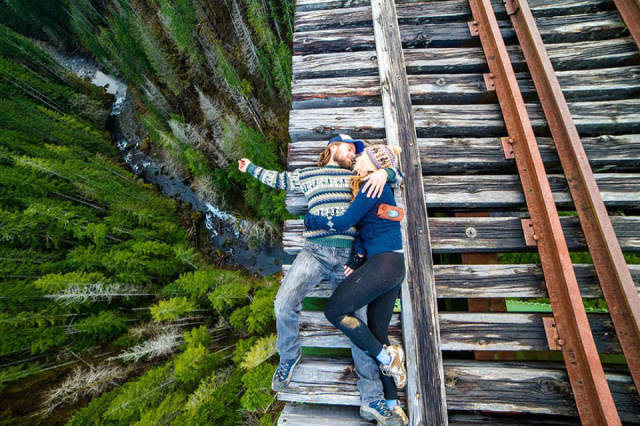 these_adventure_seekers_are_really_living_on_the_edge_640_04