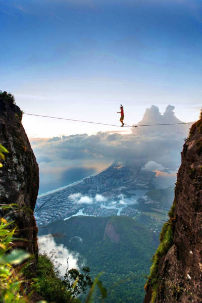 these_adventure_seekers_are_really_living_on_the_edge_640_17