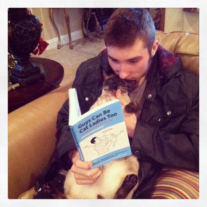 04-本好きのみなさんへ。読書が好きな猫たちはいかが?