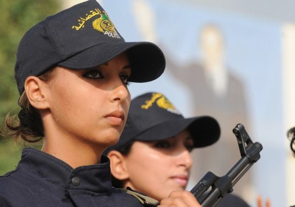 beautiful-female-police-officers20