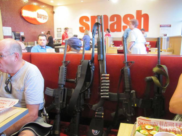 in_texas_people_take_their_guns_everywhere_with_them_640_01