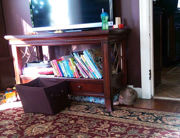 funny-kids-playing-hide-and-seek-561__605