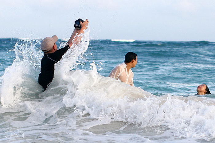 funny-crazy-wedding-photographers-behind-the-scenes-45-5774e319bbb66__700