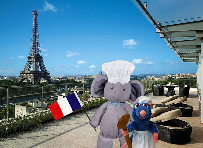 lost-toy-elephant-travels-around-world-photoshop-battle-17
