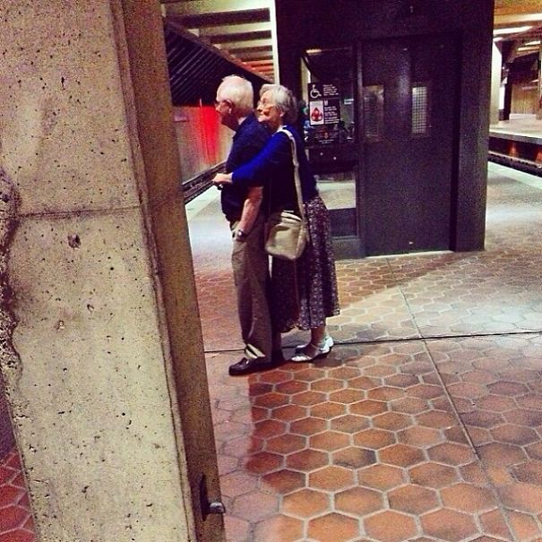 elderly-couples-in-love-6-57f4be7a41362__605