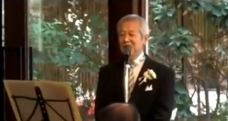 娘の結婚式でハードロックをやっていることを明かしたお父さん。唄った歌は・・・