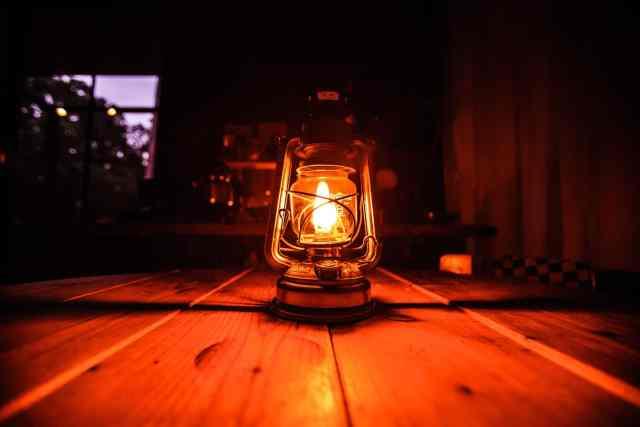Can a heat lamp start a fire