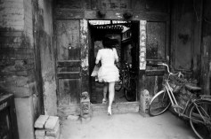 BW3_Woman in door