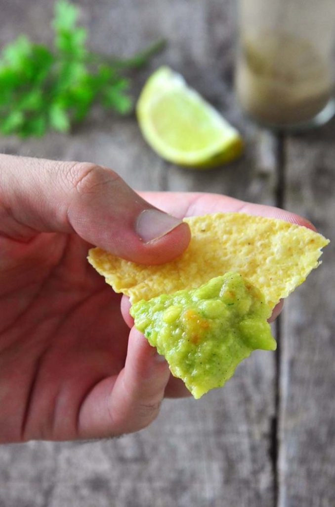 Nacho com guacamole