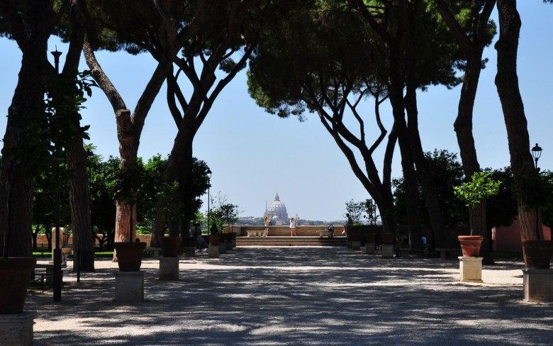 Il-Giardino-degli-Aranci-e-il-Buco-della-Serratura-la-Roma-panoramica.jpg