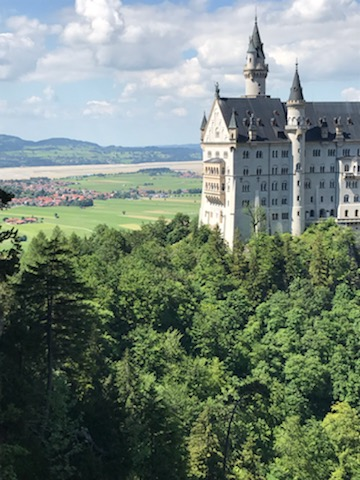 A photo showing the Neuschwanstein Castle, a large, fairy-tale like castle with towers.