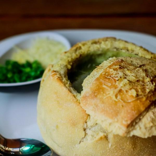 Caldo do Dia servido no Pão Italiano de Fermentação Natural