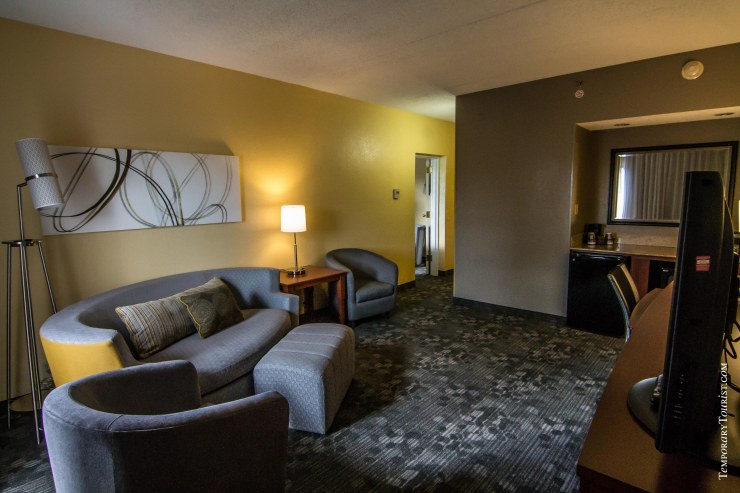 Courtyard By Marriott Miami Airport - Two Room Suite Living Room