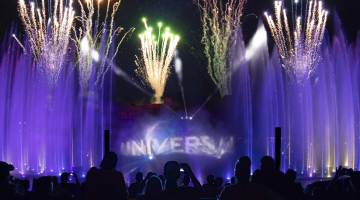 "UNIVERSAL ORLANDO INTRODUCES FIRST-EVER ""EXCLUSIVE HOLIDAY VIEWING AREA AND DESSERT PARTY"" – JUST IN TIME FOR THE HOLIDAYS"