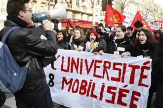 Manifestation d'enseignants-chercheurs et d'étudiants jeudi 5 mars à Paris (Reuters)