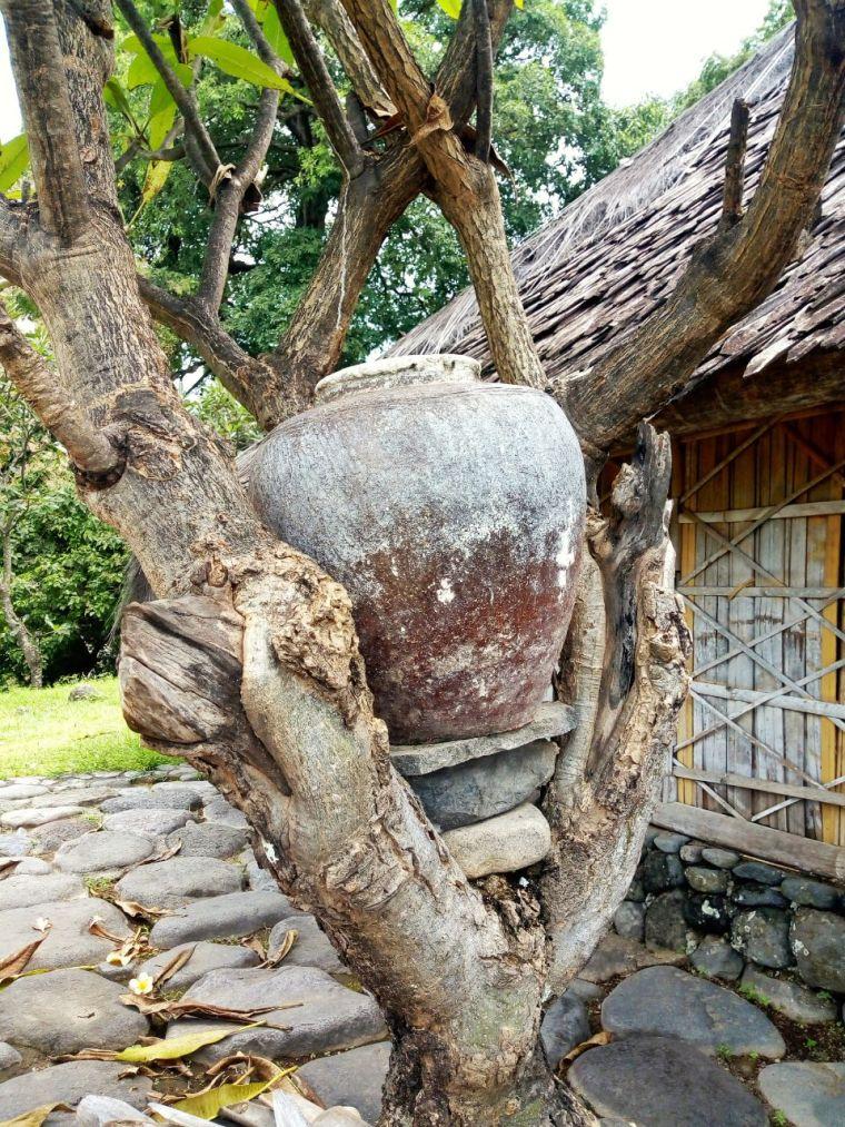 (Selo) Gentong Air Cuci Kaki Masjid Kuno Bayan Beleq