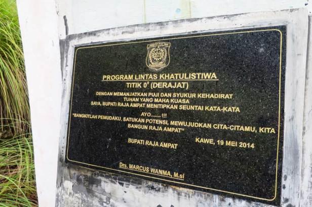 Tugu Khatulistiwa di Kabupaten Raja Ampat - Provinsi Papua Barat