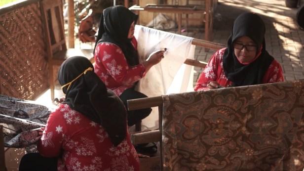 Perayaan Hari Batik Nasional 2020 - Ibu-ibu Kelompok Batik Kebon Indah Bayat Klaten