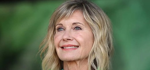 Olivia Newton-John combatte da lungo tempo contro il cancro. Hugh Jackman ha inviato all'attrice un messaggio di solidarietà diventato virale.