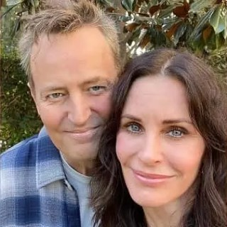 Friends Courteney Cox e Matthew Perry foto