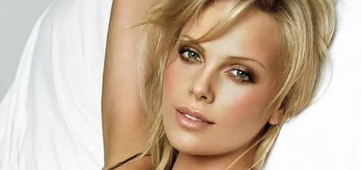Hollywood Charlize Theron madre uccise padre