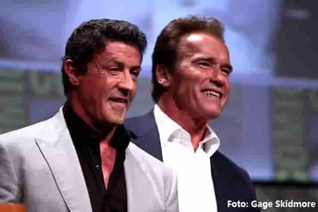 Amici Stallone strangolare Arnold Schwarzenegger