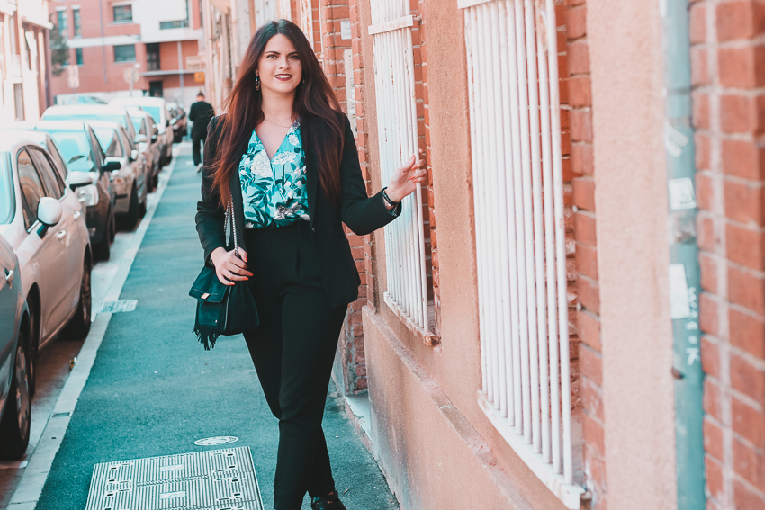 Look n°151 • Working Girl avec un body fleuri