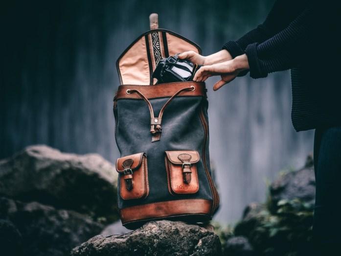 sac a dos pachamama avec appareil photo
