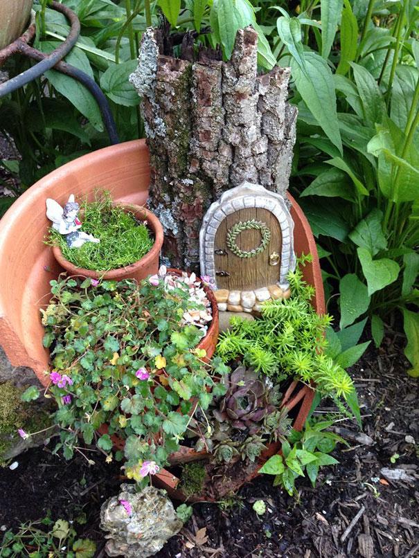 Vasos Quebrados Transformados Em Pequenos Jardins Mágicos